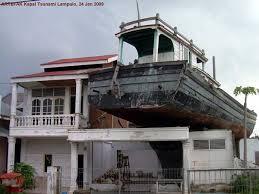 kapal diatas rumah