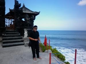 Bahagia menurut saya,ketika bisa travelling ke tempat-tempat luar biasa di Indonesia.. :D