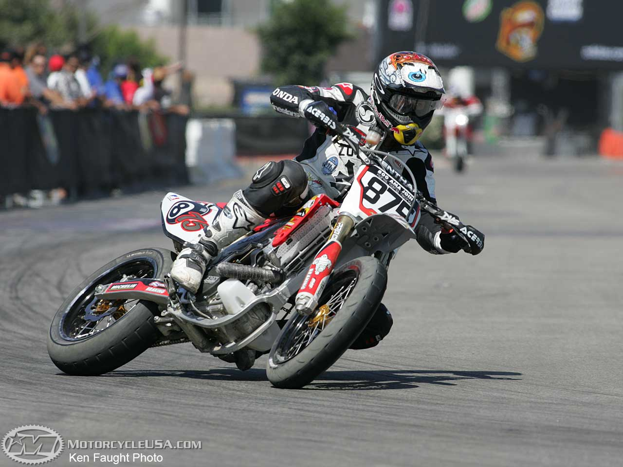 Ketika Honda CB150R Dan Yamaha Vixion Dimodifikasi Ala Supermoto
