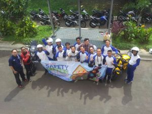 Pelatihan Safety Riding Blogger by Wahana Honda!! Keep safety always..