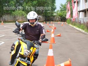Saya saat beraksi bersama CB650F di acara Safety Riding Honda sabtu kemarin..