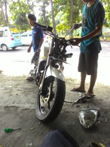 Proses penggantian stang akibat crash.. Jangan ditiruu! Keep safety first