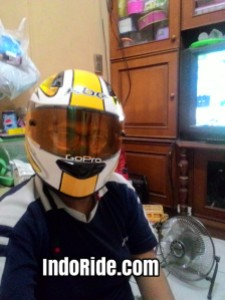 Buat orang besar kayak saya,busa helmnya ngepress banget