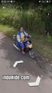 Ibu ibu naik motor Nouvo.. Mantep nouvonya!